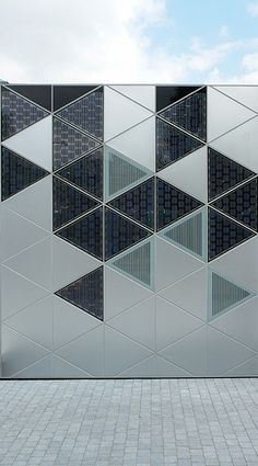 Solar panels are getting more and more attractive and innovative...cite-du-design-9c-500x902 by Fast Company, via Flickr