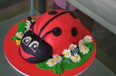 Dětský narozeninový dort na zakázku z cukrárny Moje cukrářství Cake, Desserts, Food, Tailgate Desserts, Deserts, Kuchen, Essen, Postres, Meals