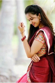 Tips For Planning The Perfect Wedding Day – Cool Bride Dress Beautiful Girl Photo, Cute Girl Photo, Beautiful Girl Indian, Girl Photo Poses, Most Beautiful Indian Actress, Girl Photography Poses, Girl Poses, Beautiful Saree, Beautiful Eyes