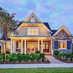Craftsman Style Homes Exterior Ideas 71 #CraftsmanHomeDecor