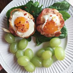 I for sure did not think up this idea but I'm thankful for whoever did. This is an easy breakfast option for busy moms who need something quick in the mornings. These can be made ahead of tim… Paleo Whole 30, Whole 30 Recipes, Real Food Recipes, Healthy Recipes, Healthy Foods, Whole 30 Approved, Egg Cups, Easter Brunch, Prosciutto