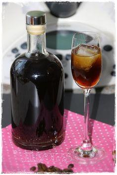 Kaffeelikör 200 g Kaffeesirup Rezept HIER 130 g Wasser 5 Min./100°/St.1 300 g Chantre (Weinbrand) 2 Min./100°/St....