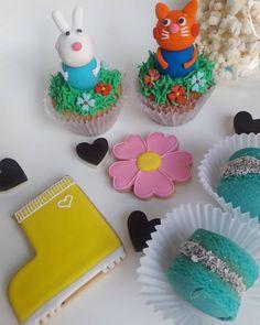 También me podes pedir la cajita cookie feliz!!!! Con la temática que más te guste. Para regalar, ideal para cumples!! Incluye: 🌈2 cupcakes 🌈2 alfajores de maicena. 🌈bomboncitos. 🌈bolsita de pochoclos bañados en chocolate. 🌈3 cookies decoradas. 🌈 velita para el cupcake. 🌈tarjeta. Cupcakes, Desserts, Instagram, Food, Happy, Chocolate Dipped, Crates, Tailgate Desserts, Cupcake Cakes