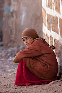 Young Girl, Shibam Village - Yemen. See more on http://facebook.com/giovanni.mari.photography