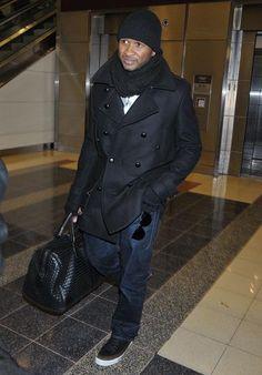 Usher with the Bottega Veneta Nero Intrecciato Duffle Bag Great Mens  Fashion d4e3fb5d935ec