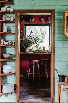 4 Crazy Tips and Tricks: Kitchen Decor Green Rustic kitchen decor coffee mom. Cosy Kitchen, Quirky Kitchen, Rustic Kitchen Decor, Kitchen Decor Themes, Home Decor Kitchen, Kitchen Pantry, Red Kitchen, Kitchen Ideas, Kitchen Design