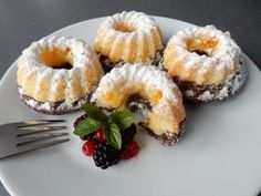 Lahodný a odzkoušený recept na domácí minibábovky a minibábovičky :) Oreo Cupcakes, Cupcake Cakes, Czech Recipes, Ethnic Recipes, Sweet Recipes, Cake Recipes, Tiramisu Cake, Beautiful Desserts, Cookie Desserts