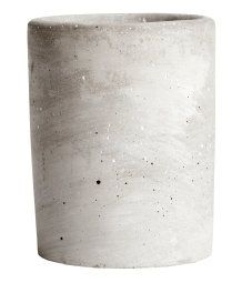 Candle in a concrete holder. Unscented. Height 9 cm, diameter 6.5 cm. Burn time 20 hours.