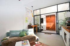 Regardez ce logement incroyable sur Airbnb : The Lilong Coffee Loft. à Shanghaï