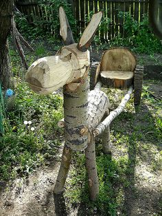 Wood Log Donkey Wheels - DIY Wood Log Crafts  #woodlogscrafts #fallgarden #gardenideas  #diygarden #woodlogsideas