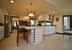 Traditional Kitchen with Pendant Light, Kitchen island,