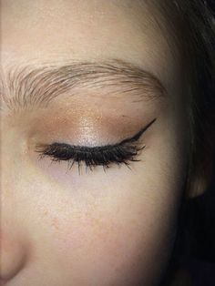Makeup look for brown eyes with the BareMinerals Nudes pallet