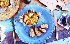 Húsvétra való tekintettel egy újabb zseniális receptet hoztunk nektek. Az omlós, szaftos, barnasörös sertésszűz mellé egy szuperfinom, juhtúrós jacket potatot készítettünk. Ez a kombó garantáltan a húsvéti asztal egyik legklasszabb fogása lesz!    Hozzávalók  Asertésszűzhöz:    2 ek olívaolaj  1…