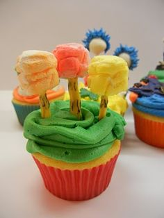 Seuss cupcakes by Sugar Swings! Serves Some: Green Eggs and Ham, Lorax Truffula Trees and Thing 1 and Thing 2 My Recipes, Snack Recipes, Dessert Recipes, Favorite Recipes, Desserts, Snacks, Dr Seuss Cupcakes, Marshmallow Tree, Kids Party Themes