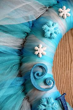 Disney's #Frozen Wreath - made from tulle via @curlycraftymom.