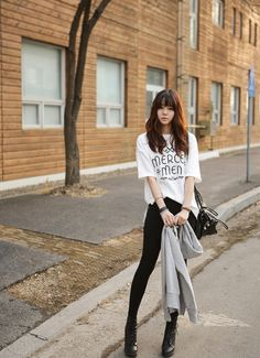 Very cute and sarangseureowo~ Karen ❤ black and white pretty purse Korean fashion Merci Men