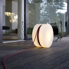 Cute Yoyo outdoor floor lamp made by Authentics, modern and handy design, perfect outdoor for your patio or around a swimmingpool! #Concept #Floorlamp #Lamp #Lighting #Lightingdesign #Modernlighting #Outdoorlighting #Patio