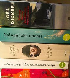 Parin viikon luetut. Näistä suosittelen ehdottomasti Joel Dicker: Totuus Harry Quebertin tapauksesta. Ikuisesti ihana on Milan Kunderan Olemisen sietämätön keveys. Yllättävän hyvä: Kate Morton: Kaukaiset hetket. Parikymmentä sivua riitti Moriartya ei napannut. #kirjallisuus #kirjat #lempipuuhaa #lukeminen #lukeminenkannattaaaina #futuremarja