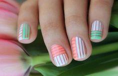 Diseños de uñas a la moda actual, diseño de uñas a la moda rayas.   #uñasdemoda #nailsdesign #uñassencillas