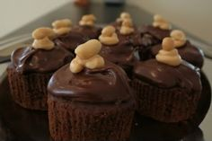 Peanut Butter Creme Cupcakes with Chocolate Peanut Butter Ganache | All Day I Dream About Food