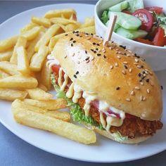 I Love Food, A Food, Good Food, Food And Drink, Yummy Food, Diner Recipes, Cooking Recipes, Diner Food, Doritos