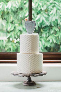 Cactus Wedding Cake | cake: ruze cake house | photo: andrew jade photo | via the cake blog | http://emmalinebride.com/themes/cactus-weddings/