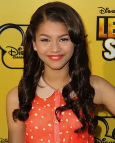 Zendaya curls her hair in tight curls for the red carpet. vintage..