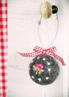 felt Christmas ornament. Simple needle felting.