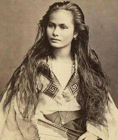 via @oodlesofpain Filipina-Spanish beauty from 1800s #umwow anyone know the original source/photographer? #limspo