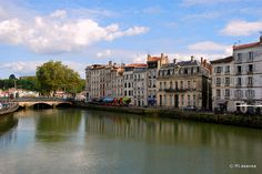 El río Adour a su paso por Bayona, Francia #france