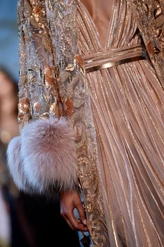 A closer look at the details of the ELIE SAAB Haute Couture Autumn Winter Show Ellie Saab, Couture Fashion, Runway Fashion, Womens Fashion, Net Fashion, Latest Fashion, Elie Saab Haute Couture, High Fashion Trends, Elie Saab Fall