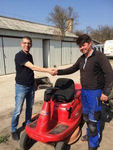 Ismét egy boldog tulajdonos távozott tőlünk egy használt fűnyíró traktorral. Tractor