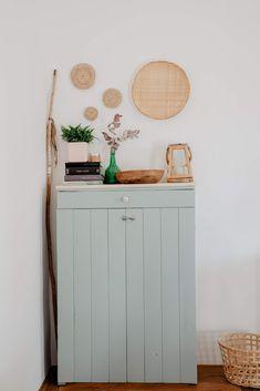 Pequeño armario realizado con madera reciclada.  #maderadepalet #palettenmöbel #tutorial #decoraciondeinteriores Vanity, Bathroom, Diy, Home, Small Wardrobe, Salvaged Wood, Closets, Yurts, Manualidades