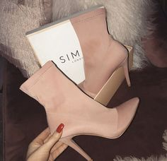 Fashion Booties for Girls You & # ll Love - Botas y Botines - Design Fancy Shoes, Pretty Shoes, Crazy Shoes, Beautiful Shoes, Cute Shoes, Me Too Shoes, High Heel Boots, High Heel Pumps, Heeled Boots