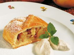 South Tyrol/Südtirol - Apple strudel (with short crust pastry)