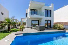 Neubauprojekt: 136m² Villa mit Terrasse, Pool & KFZ-Stellplatz: Projekt einer modernen Neubau-Villa in einer erstklassigen Wohnlage, nur 300 Meter vom Strand Es Trenc und vom...