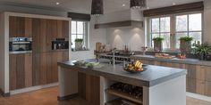 Free standing unit with ovens and fridge Kitchen Decor, Kitchen Inspirations, New Kitchen, Beach House Kitchens, Kitchen Interior, Home Kitchens, Kitchen Diner, Family Kitchen, Barn Kitchen