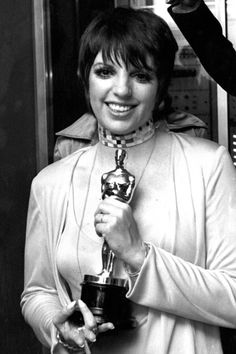 31 Vintage Pictures of Hollywood Icons at the Academy Awards - Liza Minnelli- Redbook Hollywood Icons, Golden Age Of Hollywood, Hollywood Stars, Classic Hollywood, Old Hollywood, Hollywood Pictures, Hollywood Party, Hollywood Glamour, Academy Award Winners