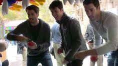 Jonathan, Drew e JD