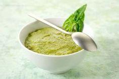 espinacas en hojas frescas – 2 huevos duros – 1 cucharada de mayonesa – 1 cucharada de queso crema de untar – Sal y pimienta Pasamos to
