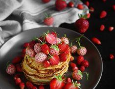 drugie śniadanie - FitSweet Strawberry, Fruit, Breakfast, Food, Morning Coffee, Strawberries, Meals, Morning Breakfast
