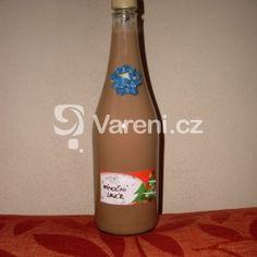 Fotografie receptu: Domácí vánoční likér Drinks, Bottle, Food, Schnapps, Alcohol, Sodas, Drinking, Beverages, Flask