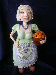 A lady holds oranges