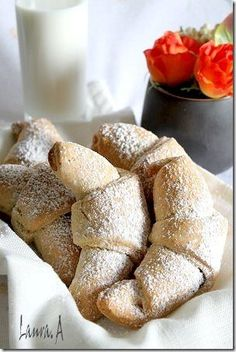 Cornulete fragede cu iaurt - detaliu Romanian Desserts, Romanian Food, Romanian Recipes, Cookie Recipes, Snack Recipes, Dessert Recipes, Good Food, Yummy Food, Vegan Meal Prep