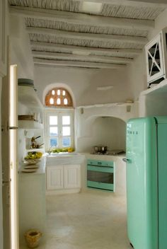 Tadelakt in the kitchen - Traditional House In Greek Island by Villa Design, Design Hotel, House Design, Greek House, Adobe House, Tadelakt, Earth Homes, Natural Building, Greek Islands
