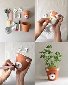 Paint flower pot – it will be animal! Paint flower pot – it will be animal! Flower Pot Art, Flower Pot Design, Flower Pot Crafts, Clay Pot Crafts, Diy Home Crafts, Painted Plant Pots, Painted Flower Pots, Diy Para A Casa, Fleurs Diy
