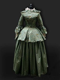 18th century dress / caraco with hood