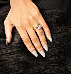 Two Tone Feather Ring $38 www.chloeandisabel.com/boutique/quinnsboutique