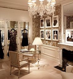 super glam dressing room. Um I'll take this dressing room in my home!!! : )
