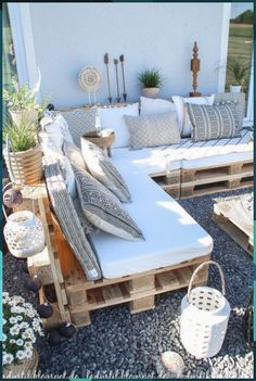 After 5 years it is finally here - the pallet lounge - lady-stil.de - Build your own pallet lounge, decorating ideas for the terrace and garden, Best Picture For decor - Pallet Lounge, Pallet Sofa, Pallet Couch Outdoor, Pallet Seating, Pallet Bank, Pallet Bed Frames, Pallet Swing Beds, Pallet Benches, Outdoor Sectional